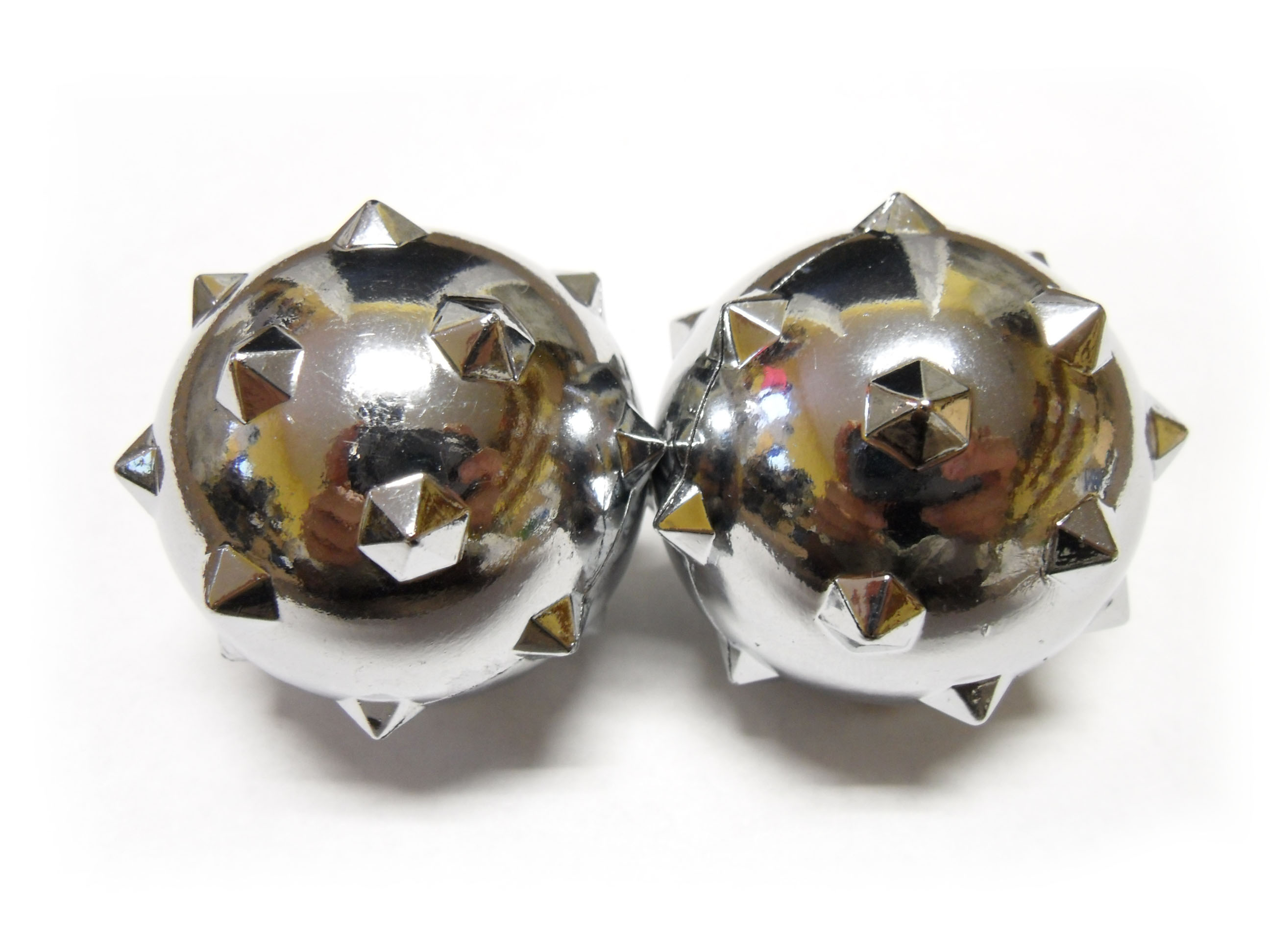 Baoding balls with acupressure spikes