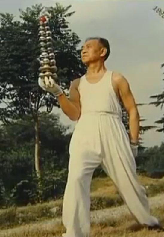 Li Zhanchun practicing baoding iron ball towers