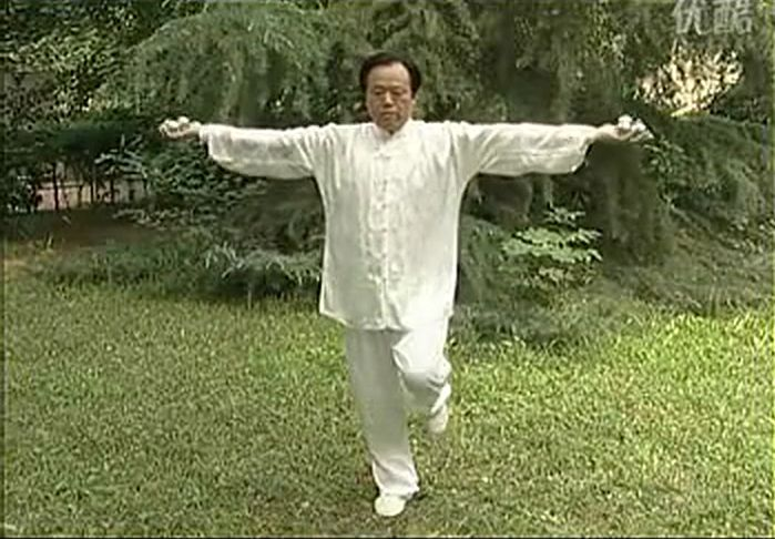 Man doing tai chi with baoding balls